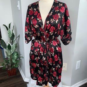 ❤️ Gilligan & O'Malley Satin Floral Robe